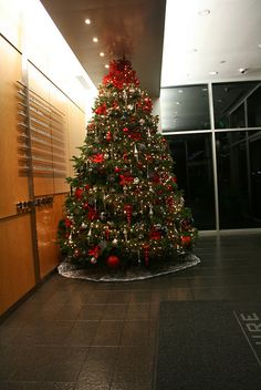 Black Red & Silver Christmas tree, via Flickr.