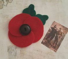 Make your own Felt Poppy for Remembrance Day by Lore Green Poppy Template, Felt Flower Template, Leaf Template, Crown Template, Applique Templates, Owl Templates, Applique Patterns, Handmade Felt, Handmade Flowers
