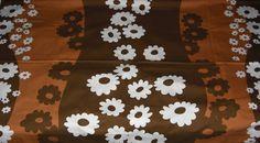 Tampella fabric Päivänkakkara by Marjatta Metsovaara Finland Fabric Textures, Marimekko, Antique Prints, Vintage Fabrics, Finland, Print Design, Retro Vintage, Daisy, Cotton Fabric