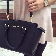 Michael Kors Black Selma Leather Bag (Medium size) #bag #designerbag #michaelkors INSTAGRAM: @lesbellesblog