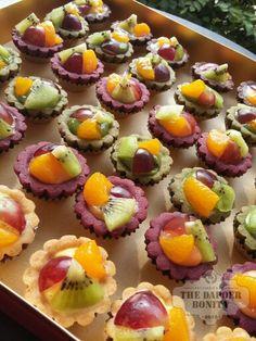 MINI FRUIT PIE by The Depoer Bonita Patisserie Indonesia Mini Fruit Pies, Kebaya, Mini Cupcakes, Brownies, Muffin, Desserts, Food, Pai, Recipes