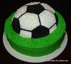 Learn to make a soccer cake with free instructions and photos. It has never been so easy to make such a great cake. Amazing soccer cake for end of season soccer parties, birthday parties and more. Cakes To Make, Cakes For Boys, Fancy Cakes, Cakes And More, How To Make Cake, Soccer Ball Cake, Soccer Party, Soccer Cakes, Cupcakes