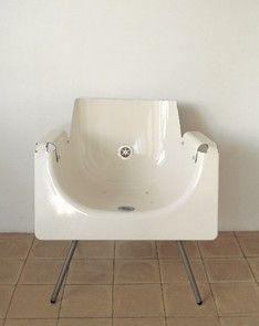 No se si me gusta esta silla reciclada de una bañera. pero es una buena idea #recicled #bath #chair+