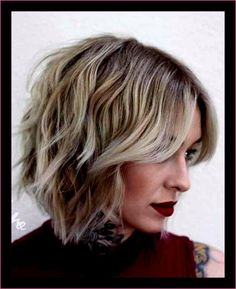 Thinking about giving your medium hair an update? Try a sassy and versatile long bob with bangs. The lob is a great choice for women of all ages because it's classy, timeless and suitable for different types of hair and face shapes. Angled Bob Hairstyles, Short Bob Haircuts, Modern Hairstyles, Trending Hairstyles, Short Bob Hairstyles, Bob Short, Lob Haircut With Bangs, Bob Haircut 2018, Long Bob With Bangs