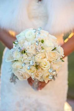 glamorous winter bouquet low country Christmas wedding ideas Winter Wonderland wedding by Gigi Noelle Events, www.giginoelleeve... Photography: Crystal Lee Photography