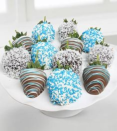 Blue Chocolate Covered Strawberries. A fun gift for Valentine's Day!
