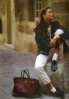 Still love this look!Carre Otis- scarf in hair, leather jacket, black loafers.in the Still love this look!Carre Otis- scarf in hair, leather jacket, black loafers. 80s Fashion, Fashion Week, Look Fashion, Fashion Outfits, Womens Fashion, Vintage Fashion 90s, Girl Fashion, Fashion Glamour, Vintage Vogue