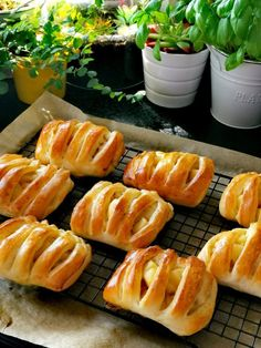 Sweets Cake, Pretzel Bites, Hot Dog Buns, Food And Drink, Bread, Baking, Cook, Celebrities, Celebs