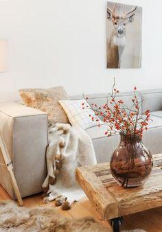 »Cozy Living« Couchtisch Nevada aus Holz auf Rollen und Ledersofa von HET ANKER