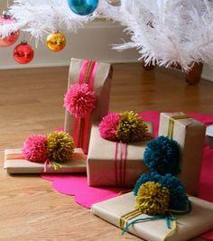 Se siete stanchi delle solite confezioni regalo, e siete alla ricerca di idee sfiziose e riciclose per incartare i vostri doni di Natale, date un'occhiata