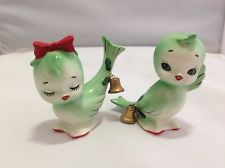 Vintage Lefton Bluebird Green Holly Christmas Bird Bells Salt And Pepper Shakers