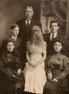 """Alice Elizabeth Doherty – The Minnesota Woolly Girl Born in Minneapolis on March Alice Doherty had a rare condition called """"dog-faced"""" hypertrichosis. Vintage Family Photos, Vintage Pictures, Vintage Photographs, Old Pictures, Art Du Cirque, Human Oddities, Creepy Vintage, Creepy Photos, Interesting History"""