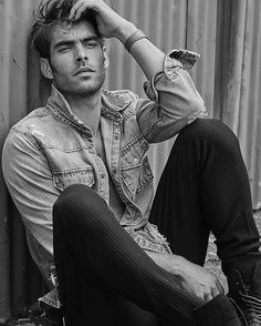 Jon Kortajarena Stars in the Cover Story of Grazia Australia Identity Issue Jon Kortajarena spielt in der Titelgeschichte von Grazia Australia Identity Issue die Hauptrolle Male Models Poses, Male Poses, Boy Poses, Poses For Boys, Men Models, Photo Pose For Man, Photo Poses, Jon Kortajarena, Best Poses For Men