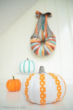 http://eighteen25.blogspot.com/2013/09/halloween-mason-jar-lid-wreath.html