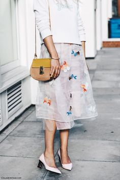 Chloe drew bag with white floral midi skirt and oversized top w heels // great for Spring style 2017