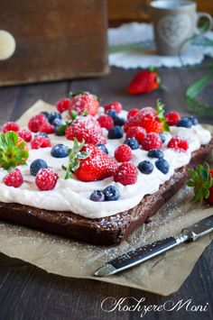 KochzereMoni: Berry milk chocolate brownie (Milchschokoladen Brownie mit Beeren) - Versuchung pur!