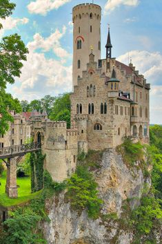 Schloss Lichtenstein Castle Germany Cliff Castles | Beautiful Castles of the World | Fairytale Castles | Fairy Tale Castles | Fantasy Castles | Castles on Cliffs | Cliffside Castles | Travel Photography | Beautiful Nature | Beautiful Places | Germany Travel |