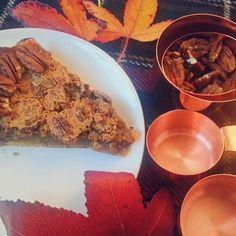 Ce dimanche c'est chill en famille pour l'occasion j'avais préparé une bonne tarte aux noix de pécan. Un délice ! (bientôt la recette sur ann-ma.tumblr.com)  Sunday fall weather family and pecan pie... always a good idea!  #fall #pie #cooking #pecan #autumn #cookingtime #instagood #homemade #chill #cosy #colorful #instafood #tartan #plaid #copper #ann #norefinedsugar #familytime