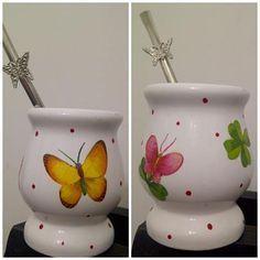 Decoupage con Servilletas sobre Porcelana Decorated Flower Pots, Yerba Mate, Pottery Painting, Hand Painted Ceramics, Mandala, Tea Pots, Diy And Crafts, Clay, Martini