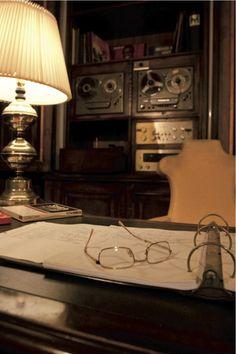La casa di Louis Armstrong  In questa casa interamente in mattoni coi soffitti bassi, l'unica che abbia mai posseduto, Louis Amstrong vi trascorse quasi trent'anni e morì nel sonno nella camera al primo piano. Poltrire su un divano, tagliare il tacchino sul tavolo della cucina, guardare la televisione: tutto quello che la leggenda del jazz amava fare quando rientrava a casa, lo fece qui. Uno dei tesori del museo è rappresentato da una lettera gioviale del musicista: in essa egli esprime il…
