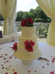 Love the way a really simple cake can be dressed with vibrant flowers to bring it to life.