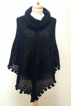 Pom Pom Poncho By Marianne Dekkers-Roos - Free Crochet Pattern - (marrose-ccc) Crochet Cape, Crochet Poncho Patterns, Crochet Shawls And Wraps, Crochet Cardigan, Crochet Scarves, Easy Crochet, Crochet Clothes, Knit Crochet, Free Crochet
