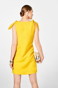 Pedro del Hierro Vestido lino detalle lazos Amarillo Linen Dresses, Casual Dresses, Short Dresses, Summer Dresses, Classy Casual, Classy Dress, Work Attire Women, Boho Fashion, Fashion Dresses
