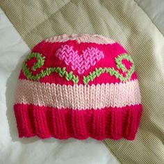 Easy To Make Beautiful Baby Booties - ilove-crochet There are many booties for baby, but it is easiest and beautiful booties to make. You can make them with the your preferred technique. Crochet it or knit it – it doesn't matter that much. Baby Hut, Knitted Hats, Crochet Hats, Knitting Stitches, Baby Booties, Matilda, Beautiful Babies, Knitting Projects, Baby Kids