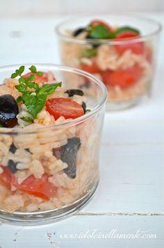 Verrines di riso con pachino, olive e erbe aromatiche