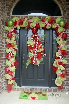 candy canes 60 beautifully festive ways to decorate your porch for christmas i love this one sans candy canes