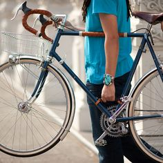 Lifting your bicycle by the top tube can be awkward and cumbersome, particularly…