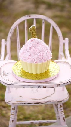 Vintage high chair. Cake smash session. Little girls first birthday. Pink and gold Glitter. www.hiddenkeydesigns.com