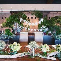 高砂の装花♡ 後ろに木をはやしてもらってガーランドをつけてもらったり、かすみ草や流木を置いてもらったり、めちゃめちゃ好みに仕上げていただいててもう感激でした!本当に素敵すぎる空間♡ここに座れたことが幸せです(*´艸`*) #結婚式 #結婚 #wedding #weddingparty #高砂 #高砂装花 #会場装花 #結婚式装花 #花 #結婚式会場 #バックドロップ #木 #ナチュラル #natural #ナチュラルウェディング #手作り結婚式 #かすみ草 #ガーランド #幸せな空間 #大好きな #緑がいっぱい #グリーン #花嫁 #プレ花嫁卒業 #結婚式の思い出にひたる会