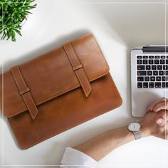With no latches, no loops, no zippers, the most elegant leather laptop sleeve is here! Oh and this sleeve snaps shut with an invisible magnetic lock that& stitched into the flap. You know what to do next, hit buy already!