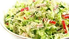 Это тот вариант салата, когда хочется поставить на стол что-то вкусненькое и необычное, но нет ни сил, ни времени для кулинарных шедевров.