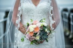 Bruidsboeket bloemen en vetplantjes bob-photos.com