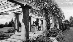 historic view of Roeding Park's Pergola, approximately 1914. -- Inspirado for an historical costume shoot?