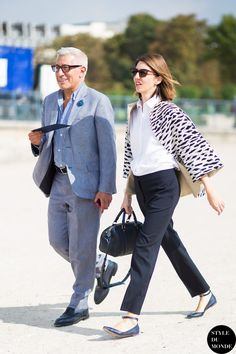 She's a true minimalist. Rocking the black and white outfits all over. Love the pattern on the jacket.