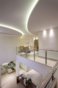 Casa com arquitetura e decoração contemporânea e clássica - linda! Entre e conheça todos os ambientes! Blue Home Decor, Indian Home Decor, Floor Design, House Design, Home Entrance Decor, Pop Ceiling Design, Indian House Plans, Home Ceiling, Indian Homes