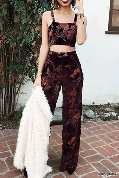 croptop formal Product Name:Floral Velvet Crop Cam - croptop Mode Outfits, Fashion Outfits, Womens Fashion, Fashion Hacks, Modest Fashion, Fashion Bloggers, Fashion Tips, Instagram Mode, Looks Style