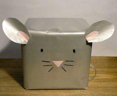 Dans ce tuto, vous trouverez les instructions pour réaliser un emballage cadeau souris. C'est facile et rapide à faire et le résultat en vaut la chandelle !
