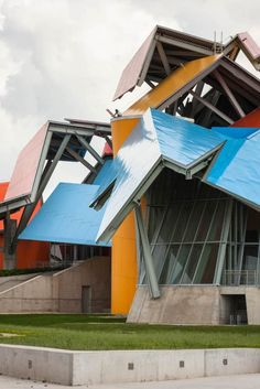 Frank Gehry does color. Biomuseo / Gehry Partners