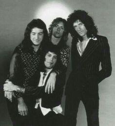 John Deacon, Freddie Mercury, Roger Taylor, Brian May Die Queen, I Am A Queen, Save The Queen, Queen Queen, Rock Queen, Queen Freddie Mercury, John Deacon, Queen Photos, Queen Pictures
