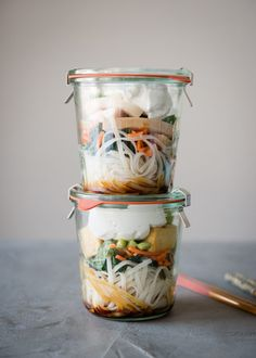 Lunch in a Jar: Thai Curry Noodle Soup | http://helloglow.co/thai-curry-noodle-soup-in-jar/