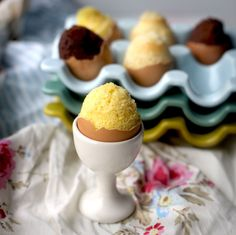 Tiny Cakes baked into egg shells for Easter! They have recipes here for yellow cake, brownie, and pancake (great for brunch!). http://www.buzzfeed.com/emofly/how-to-make-cakes-in-egg-shells-for-easter#