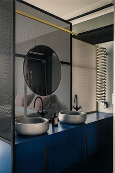 An Apartment In Paris Featuring Pieces From The History Of Design: French Metal Rack by Marcante – Testa Architetti Contemporary Interior Design, Interior Design Studio, Bathroom Interior Design, Interior Decorating, Bad Inspiration, Bathroom Inspiration, Ideas Baños, Decor Ideas, Metal Rack