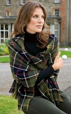 Gewebtes Schaltuch im Barbour - Tartan Barbour, British Shop, Tartan Pattern, Winter Wardrobe, Plaid, Outfits, Scottish Clans, British Fashion, Cloakroom Basin