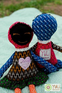 Laska Dolls made with local South African Shwe Shwe fabric. African Quilts, African Fabric, Softies, Plushies, Sewing Ideas, Sewing Projects, Crafty Hobbies, African Crafts, Bazaar Ideas