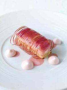 dessert à la rhubarbe ~gorgeous! I do believe I love pink more than is acceptable for someone my age...