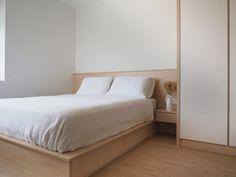 Muji inspired interior design in Singapore Home Design, Home Interior Design, Salon Design, Minimalist Bedroom, Minimalist Home, Minimalist Interior, Muji Haus, Muji Style, Small Apartment Interior